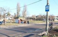 В Житомире автомобиль въехал в остановку: есть пострадавшие