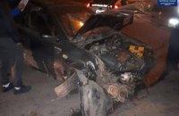 В Днепре пьяный водитель врезался в ограждение и пытался скрыть следы преступления в кустах