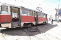 В Днепре на ул. Леваневского трамвай сошел с рельс (ФОТО)