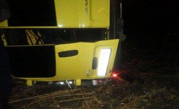 На Днепропетровщине произошло смертельное ДТП: спасатели освободили тело погибшего водителя из покорёженного авто