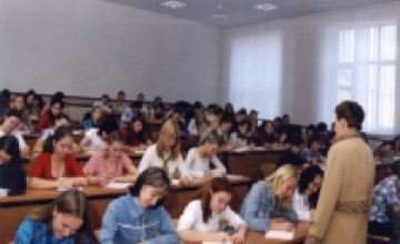Сегодня выпускники сдают тестирование по экономике