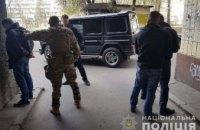 На Хмельниччине группа мужчин напала на предпринимателя и угрожая оружием отобрала у него 120 тысяч гривен