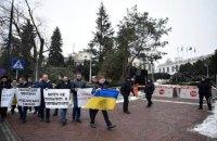 Украинские нардепы устроили в Польше акцию протеста, требуя отменить антиукраинский закон