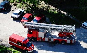 На ул. Титова в Днепре загорелась многоэтажка: пожарные вывели на свежий воздух жителей