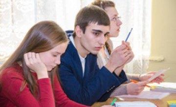 Легко о главном: о СПИДе школьники Днепропетровской области будут узнавать из игр, дискуссий и квестов