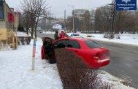 Не мог устоять на ногах, вышел из автомобиля и упал: патрульные Днепра остановили пьяного водителя на Запорожском шоссе