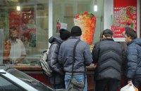 В Днепре 12 человек отравились шаурмой