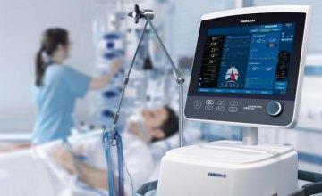 Новомосковской городской больнице передали аппараты ИВЛ и многофункциональные кровати