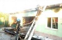 В Кривом Роге сгорел гараж с элитными иномарками и мотоциклом (ФОТО)
