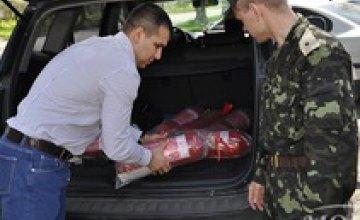 Депутаты от ВО «Демократы» передали воинской части Днепропетровска средства пожарной безопасности (ФОТО)