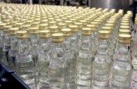 Разливал в гараже: житель Днепропетровщины пойдет под суд за изготовление алкогольного фальсификата