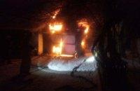 На Днепропетровщине в гараже сгорела машина (ВИДЕО)