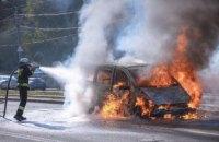 В Днепра на проспекте Б. Хмельницкого вспыхнул Mercedes (ФОТО)