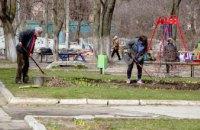 У Придніпровську влаштували весняне прибирання території біля БК «Енергетик»