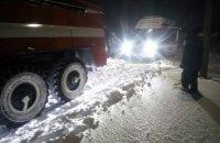 На Днепропетровщине спасатели вытащили из сугроба очередную скорую помощь (ФОТО, ВИДЕО)
