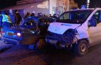 Водитель «ВАЗ-2107» застрял в покореженной машине: в Кривом Роге столкнулись два автомобиля