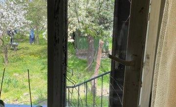 В Новокадацком районе Днепра мужчина залез в чужой дом через окно и избил 12-летнего ребенка