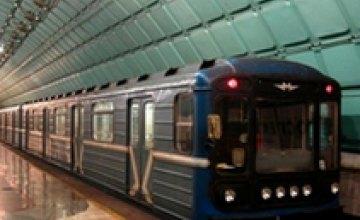 В Днепропетровском метро 22-летний парень покончил с собой, прыгнув под электропоезд