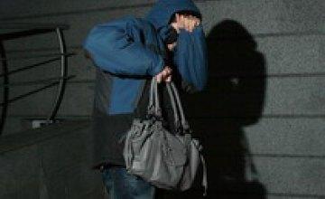 Днепропетровчанин украл подарок к 8 Марта