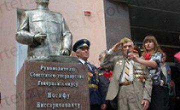В Запорожье надругались над памятником Сталину
