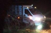 На Днепропетровщине хлебный фургон застрял в грязи: на помощь пришли спасатели