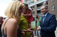 Александр Вилкул вручил ключи от новых квартир 204 киевским семьям