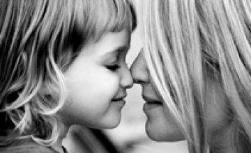 Звание «Мать-героиня» получили более 4 тыс украинок