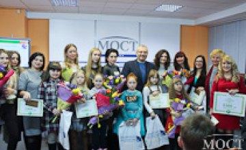 Александр Вилкул наградил победителей фотоконкурса «Мама и дочка», инициированного Фондом «Украинская перспектива» (ФОТО)