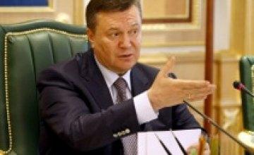 Во Львове милиция оттеснила от Виктора Януковича его противников