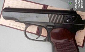 В центре Днепра мужчина угрожал людям пистолетом