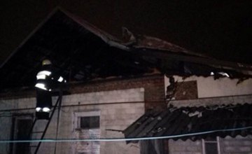 В Днепре горел чердак жилого дома: огнем уничтожено имущество на площади 80 кв. метров