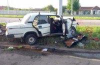 В Подгороднем легковушка влетела в электроопору: в авто находились двое детей (ФОТО)