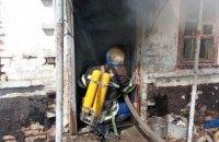 На Днепропетровщине спасатели час боролись с пожаром в жилом доме