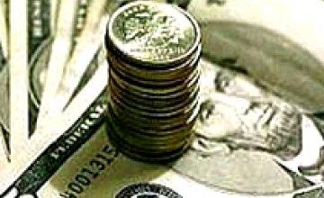 Официальный курс гривны впервые превысил 7 грн. за $1