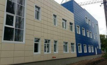 В новом корпусе Волосской школы обустроили фасад