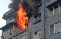 В Кривом Роге загорелась квартира в многоэтажке: во время ликвидации пожара спасен владелец
