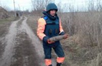 В Днепропетровской области мужчина во время прогулки нашел артиллерийский снаряд