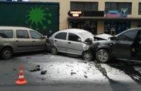 В Киеве произошло смертельное ДТП, водитель погиб на месте (ФОТО)