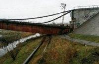 Боевики взорвали мост через Северский Донец