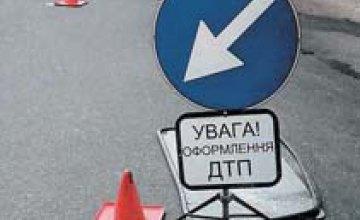 ДТП в Кривом Роге: легковушка сбила женщину с двумя маленькими детьми