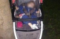 Оставила ребенка в парке и пошла домой: в Днепре задержали мать 10-месячной девочки