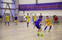 В новом спорткомплексе Слобожанского сборная Днепропетровской ОГА сыграла в футбол с местной командой (ФОТОРЕПОРТАЖ)