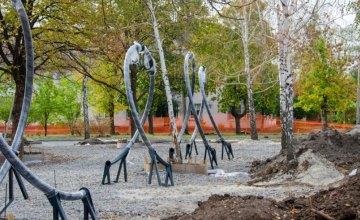 В криворожском парке Саксаганский обустраивают вторую в области инклюзивную площадку