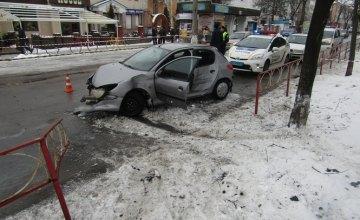 В Киевской области 18-летняя девушка за рулем чужого авто насмерть сбила женщину и отправила в больницу еще одного пешехода