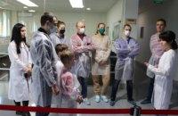 На заводе ABM Technology прошла экскурсия для ортопедов-травматологов Центра матери и ребенка проф. Руднева (ВИДЕО)