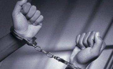 В Полтаве поймали сотрудницу детсада, которая срезала золотые украшения с шей воспитанников