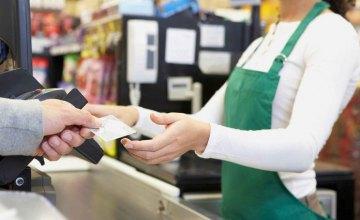 Фальшивые купюры и снятие денег чужим человеком: эксперт рассказал о рисках новой услуги обналичивания денег в кассах супермаркетов