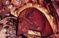 Сегодня православные молятся перед Почаевской иконой Божией матери