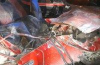 На Днепропетровщине произошло смертельное ДТП: легковушка на скорости влетела в грузовик